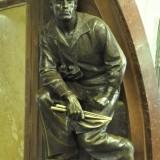 Prima statuie a unui tobosar pe care am intalnit-o pana acum.